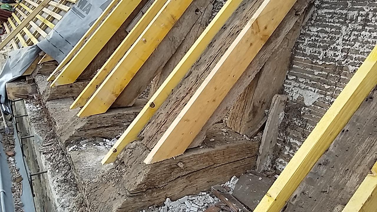travaux de toiture sur l 39 glise de villeneuve villeneuve la dondagre. Black Bedroom Furniture Sets. Home Design Ideas